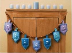 A driedel Hanukkah garland